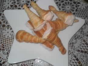 Снимка 5 от рецепта за Фунийки от бутер тесто с крем на Dr.Oetker с кисело мляко