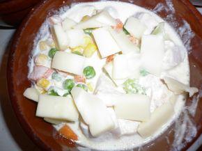 Снимка 4 от рецепта за Гювече `Пилешка вкусотия`