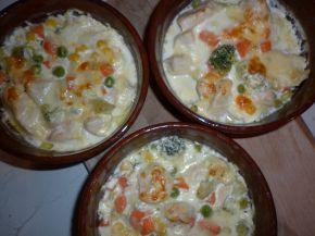 Снимка 6 от рецепта за Гювече `Пилешка вкусотия`