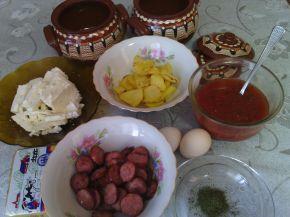 Снимка 3 от рецепта за Гювечета с наденички, картофи и сирене