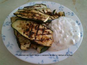 Снимка 3 от рецепта за Гриловани тиквички с кисело мляко и чесън