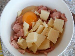 Снимка 2 от рецепта за Гъби с шунков колбас, кашкавал и топено сирене