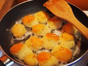 Снимка 2 от рецепта за Хапки от сирене `Едам`