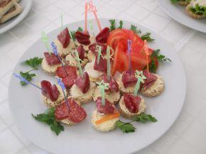 Снимка 2 от рецепта за Хапки с луканка