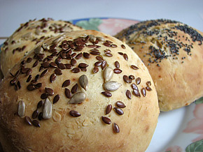 Снимка 2 от рецепта за Хлебчета със семена и сирене Рикота