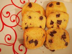 Снимка 4 от рецепта за Хрупкави бисквити с парченца шоколад