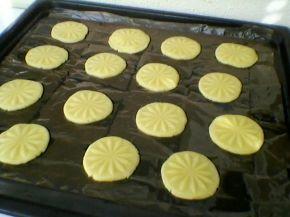 Снимка 6 от рецепта за Хрупкави бисквити с парченца шоколад