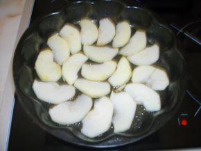 Снимка 2 от рецепта за Ябълков сладкиш с карамел