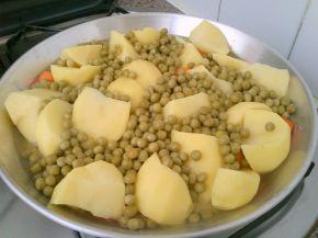Снимка 2 от рецепта за Яхния грах с картофи