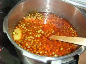 Снимка 3 от рецепта за Яхния грах с картофи