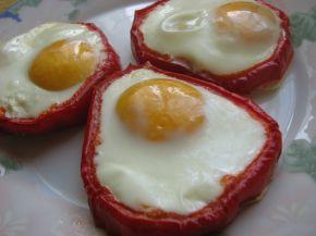 Снимка 3 от рецепта за Яйца на очи в гнездо от чушки