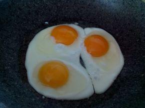 Снимка 7 от рецепта за Яйца на очи