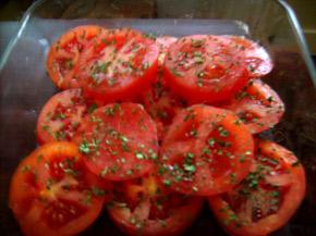 Снимка 2 от рецепта за Яйца върху домати на фурна