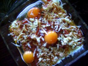 Снимка 3 от рецепта за Яйца върху домати на фурна