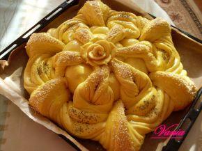 Снимка 3 от рецепта за Интересна питка с розичка