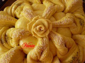 Снимка 5 от рецепта за Интересна питка с розичка