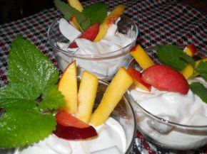 Снимка 2 от рецепта за Желиран крем със сметана и праскови