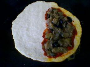 Снимка 2 от рецепта за Калцоне с патладжан, маслини и лук