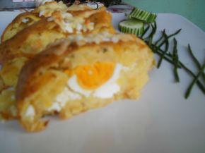 Снимка 2 от рецепта за Картофено руло с плънка от сирене и варени яйца