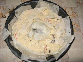 Снимка 2 от рецепта за Кексов венец с пилешко, гъби и още вкусове