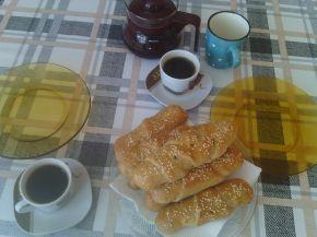 Снимка 4 от рецепта за Кифли от лимец и бяло брашно с пълнеж от шунка и сирене