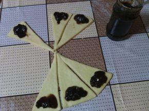 Снимка 2 от рецепта за Кифли с домашно сладко
