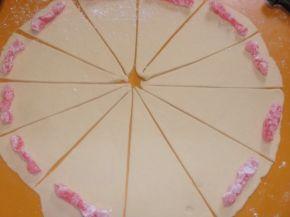 Снимка 3 от рецепта за Кифли с локум и много пудра захар