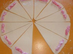 Снимка 4 от рецепта за Кифли с локум и много пудра захар
