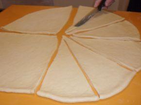 Снимка 2 от рецепта за Вкусни кифли с локум