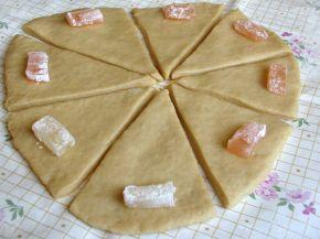 Снимка 2 от рецепта за Кифли с локум