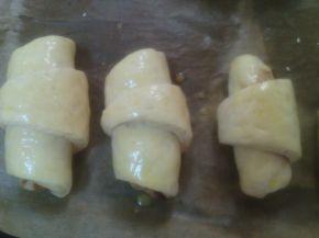 Снимка 2 от рецепта за Кифли със сметана и краве сирене