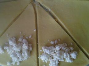 Снимка 3 от рецепта за Кифли със зехтин, сирене и ким
