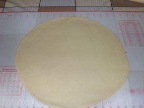 Снимка 4 от рецепта за Кифлички с лапад и сирене