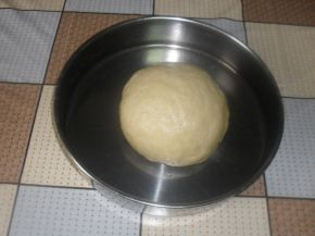 Снимка 6 от рецепта за Кифлички с лапад и сирене