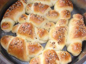 Снимка 3 от рецепта за Кифлички със сирене и сусам