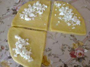 Снимка 5 от рецепта за Кифлички със сирене и сусам