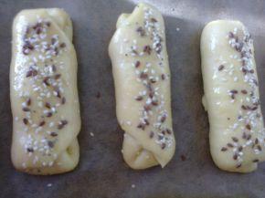 Снимка 7 от рецепта за Кифлички със сирене и сусам