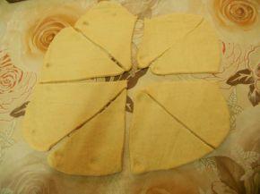 Снимка 2 от рецепта за Кифлички със сирене - II вариант