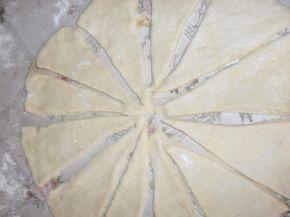 Снимка 3 от рецепта за Кифлички със сода