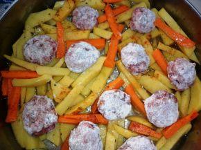 Снимка 4 от рецепта за Кюфтенца с картофи на фурна