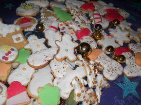 Снимка 2 от рецепта за Коледни сладки с `кралска глазура`