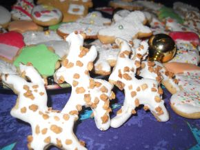 Снимка 4 от рецепта за Коледни сладки с `кралска глазура`