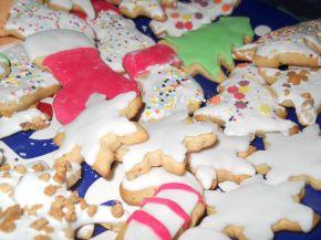 Снимка 5 от рецепта за Коледни сладки с `кралска глазура`