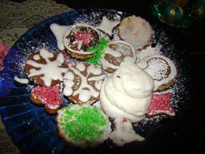 Снимка 2 от рецепта за Коледни сладки със захарна глазура