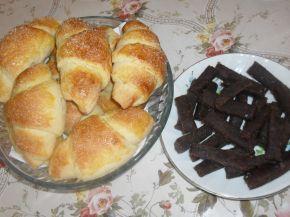 Снимка 2 от рецепта за Козуначени кифли с мармалад от сливи и ябълки