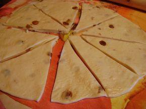 Снимка 3 от рецепта за Козуначени кифлички със стафиди