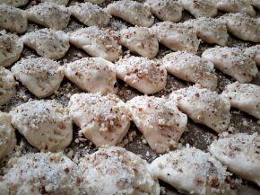 Снимка 5 от рецепта за Курабийки с орехи и мармалад