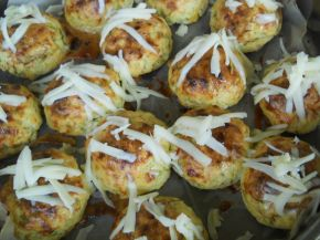 Снимка 10 от рецепта за Кълбенца от картофи, тиквички и извара