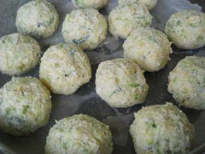 Снимка 7 от рецепта за Кълбенца от картофи, тиквички и извара