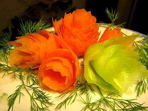 Снимка 1 от рецепта за Лесни цветя от морков и краставица